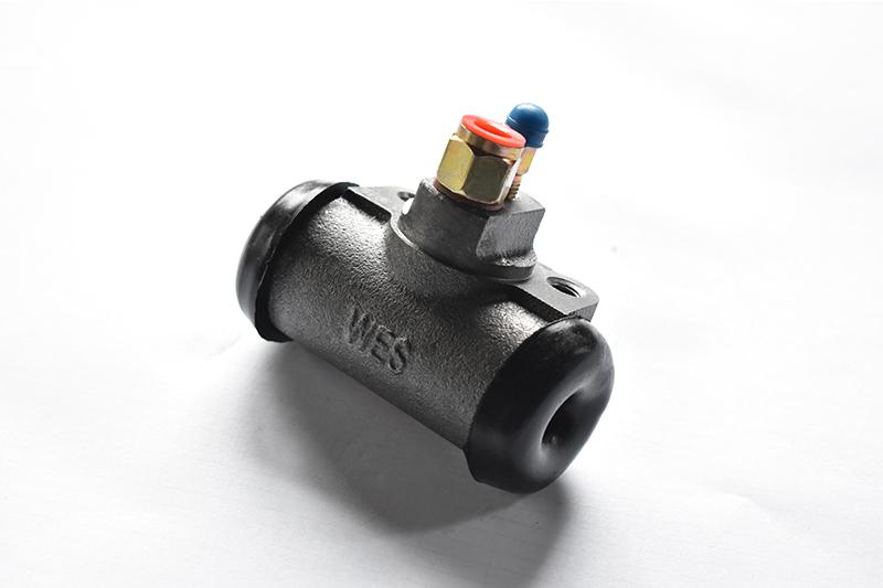 BJ130制动分泵(接头)
