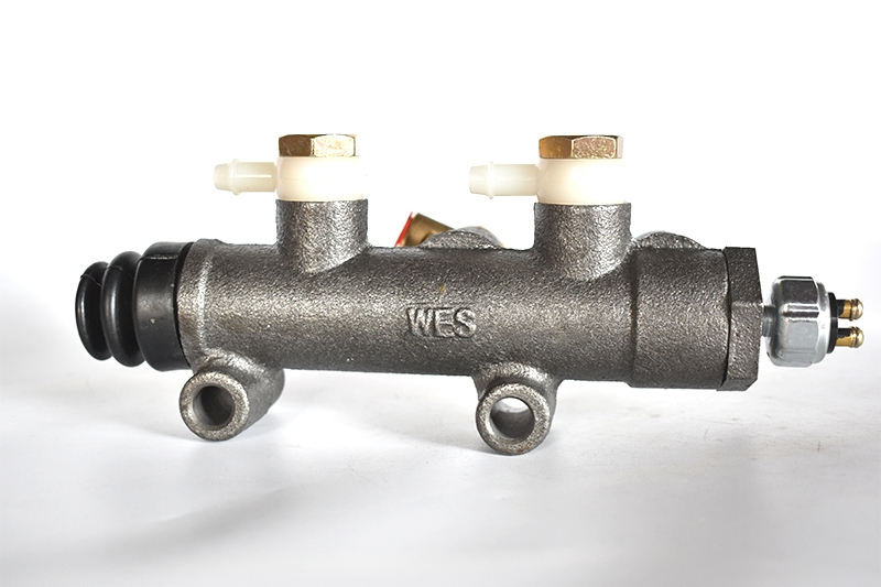 BJ130双管路总泵(改型)